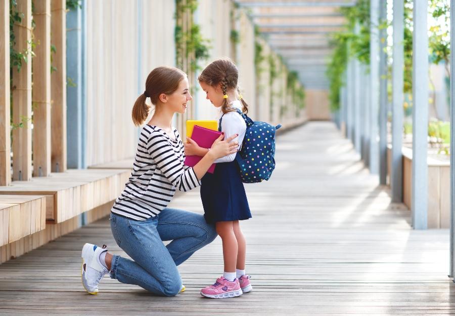 Ab wann können Eltern ihr Kind alleine zur Schule laufen