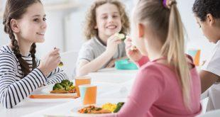 Kinder-in-der-Mittagspause