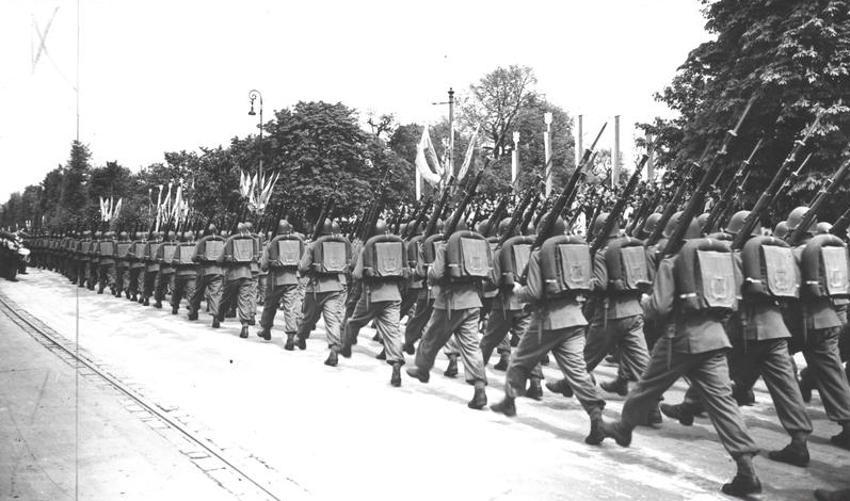 Soldaten mit Tornistern