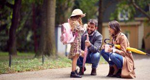 Schülerin mit ihren Eltern -Ergonomischer Schulranzen